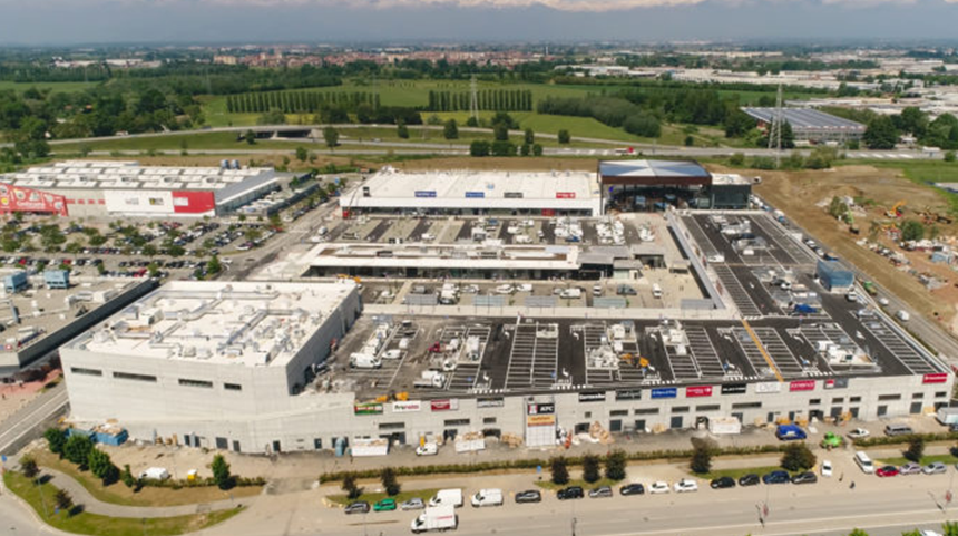 Settimo Cielo retail park, the building and the parking